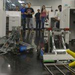 los-robots-de-los-alumnos-de-ucsa-visitaron-ayer-la-redaccion-de-abc-arrojan-estrellas-y-cubos-_950_573_1467847